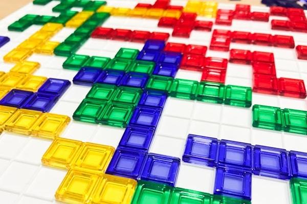 頭を使うゲーム「ブロックス」の画像